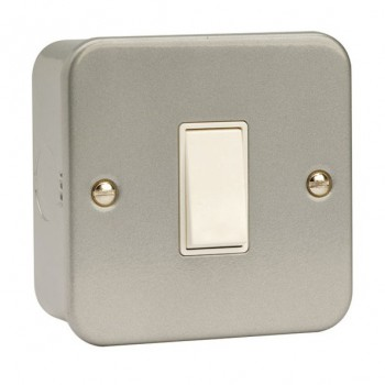 Click Metal Clad 10 Amp 1 Gang 2 Way Switch