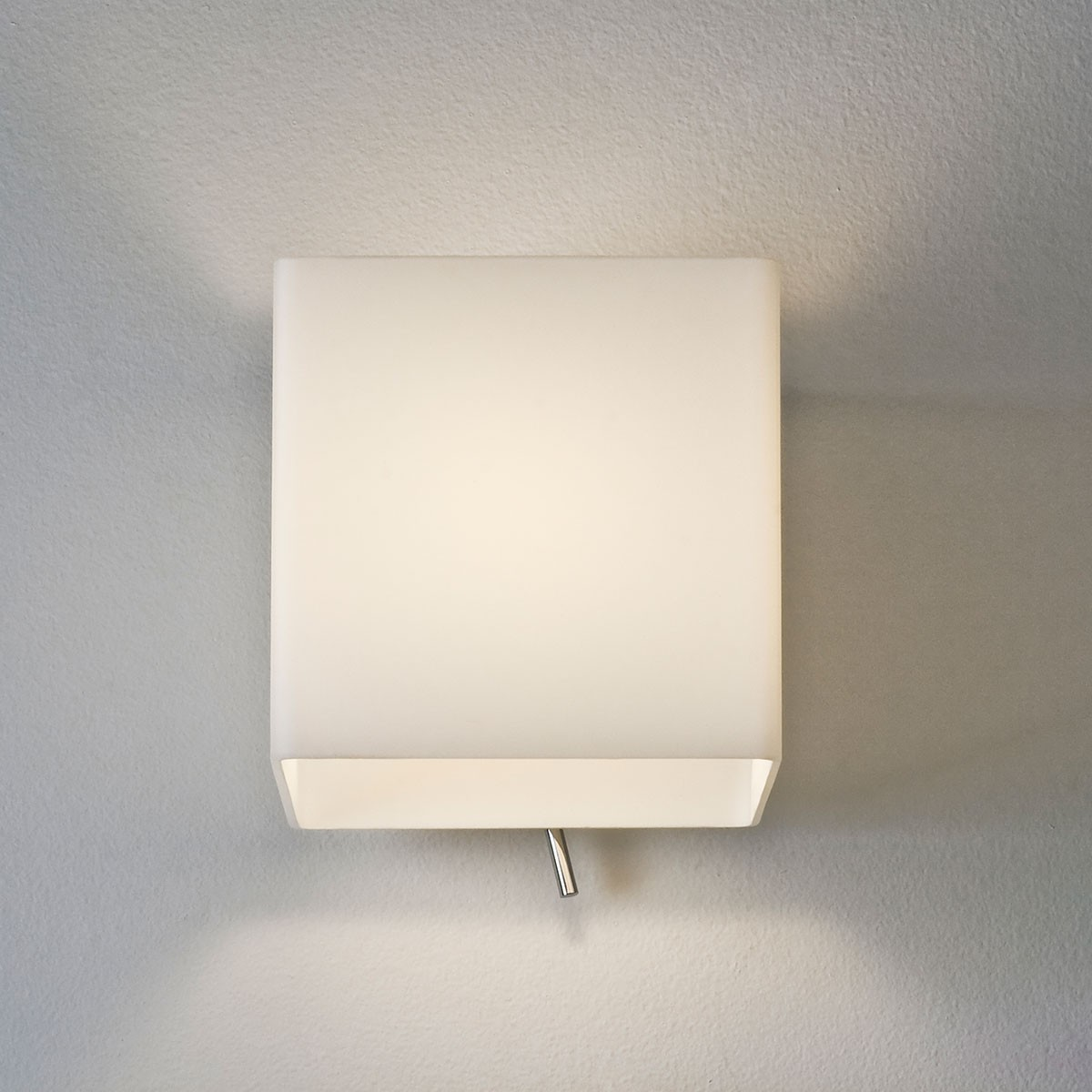 Switched Wall Light White : Astro Luga Switched Painted Silver and White Glass Wall Light at UK Electrical Supplies.