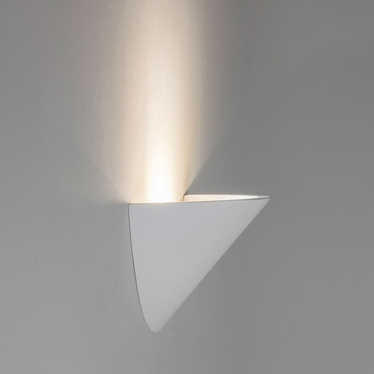Astro Kastoria Plaster Wall Light at UK Electrical Supplies.