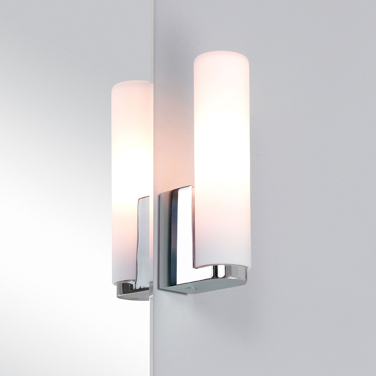 Wall Lights In Chrome : Astro Tulsa Polished Chrome Bathroom Wall Light at UK Electrical Supplies.