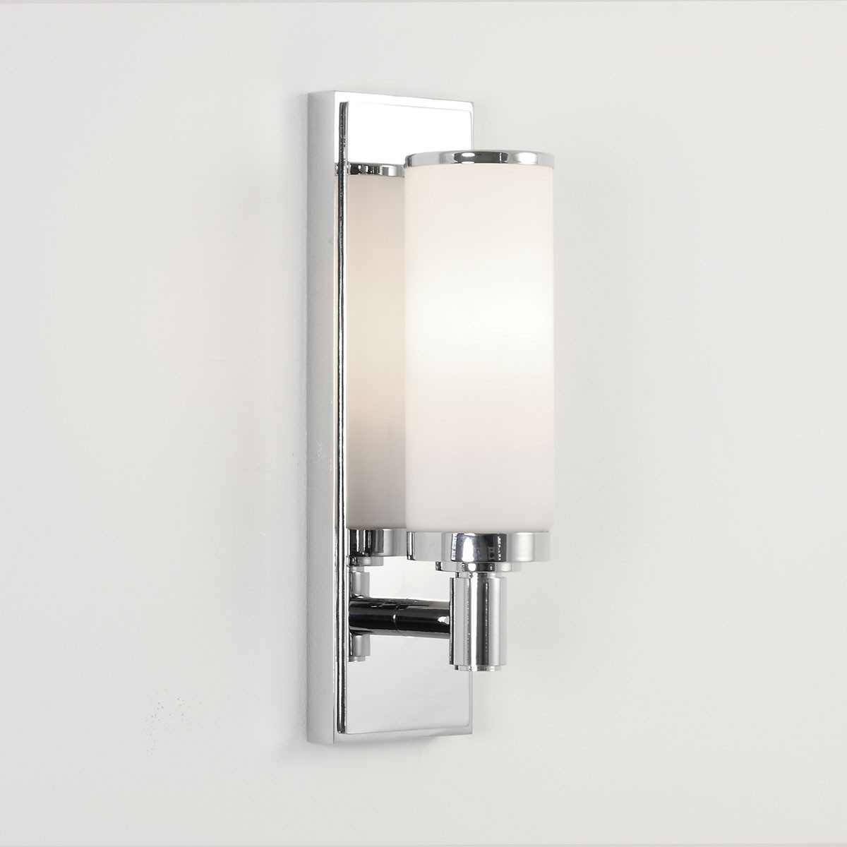 Astro Verona Polished Chrome Bathroom Wall Light at UK Electrical Supplies.