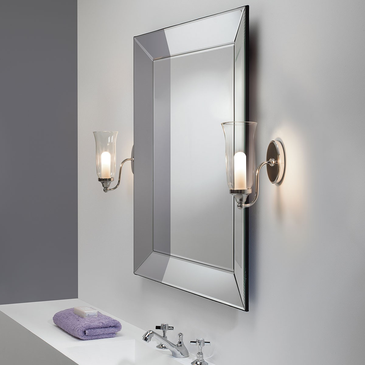 astro biarritz polished chrome bathroom wall light at uk electrical supplies. Black Bedroom Furniture Sets. Home Design Ideas