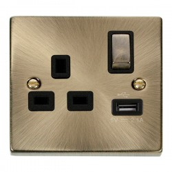 Click Deco Victorian Antique Brass 1 Gang 13A Single Pole Ingot Switched Socket with Black Insert and USB Outlet