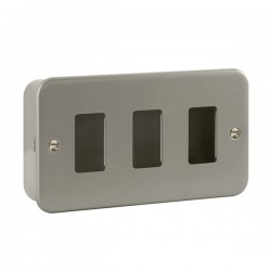 Click Metal Clad GridPro 3 Gang Front Plate and Back Box (No Knockouts)