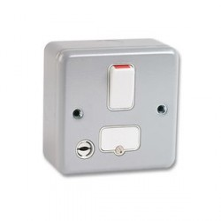 MK Electric Metalclad Plus™ 13A Double Pole Switched Fused Connection Unit with Flex Outlet